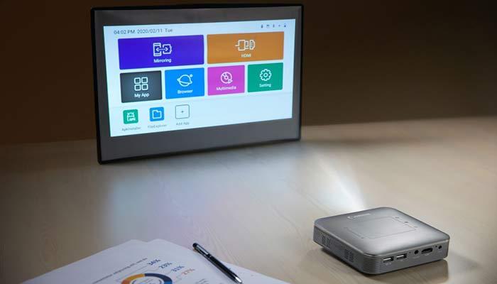 how do wireless projectors work
