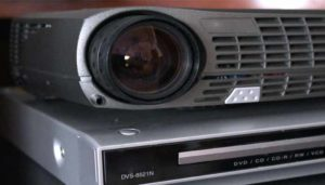 How to connect a DVD player to a projector